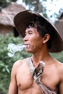 Peuple des hommes fleurs en Indonésie