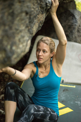 Climber: Sarah Lofald Location: Brewers Park - Hobo Boulder Problem: Hobo's Face Photo by: Old Saw Media