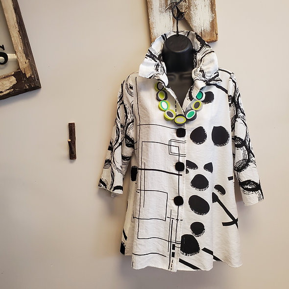 Shana Black and White Ruched Collar Button Down