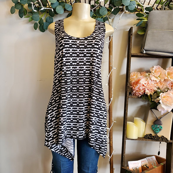 Black and White Patterned Asymmetrical Tunic Tank