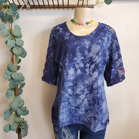 Manta del Lago Navy Acid Washed Lace Sleeve Top