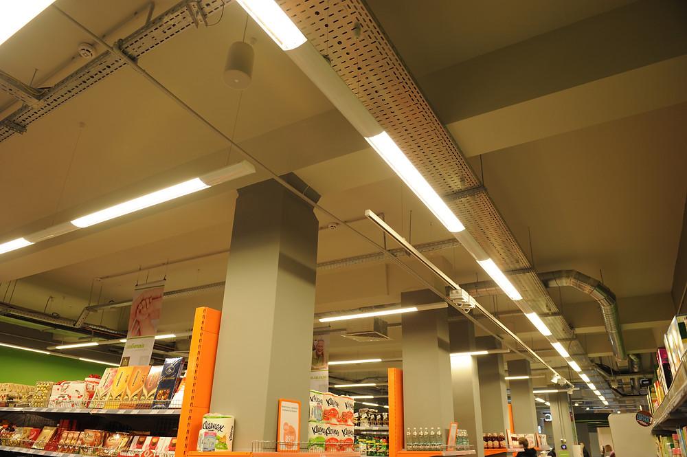 Монтаж трековых светильников в торговом зале