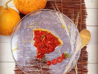 Η ΠΡΟΤΑΣΗ ΤΟΥ ΜΗΝΑ: Τάρτα τυριών με μυρωδικά και μαρμελάδα ντομάτας, από τον chef κ. Γιάννη Κάλτσα.
