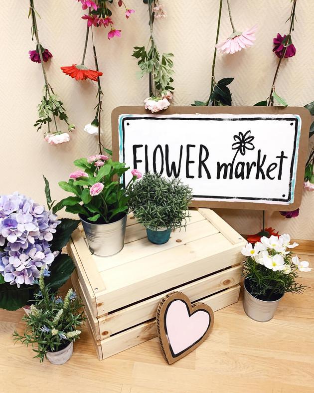 Декор с цветами и ящиком Flower market.j