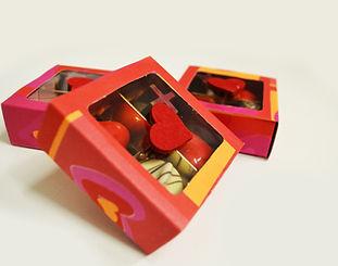Doosjes met diverse Valentijnschocola.jp