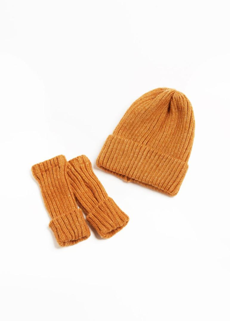 Orange Fingerless gloves and hat 6.jpg
