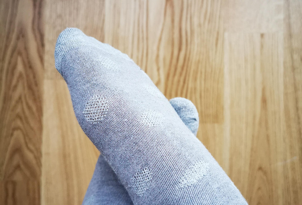 getragene Socken - grosse Punkte