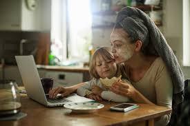 Múltiplas tarefas de mães na quarentena