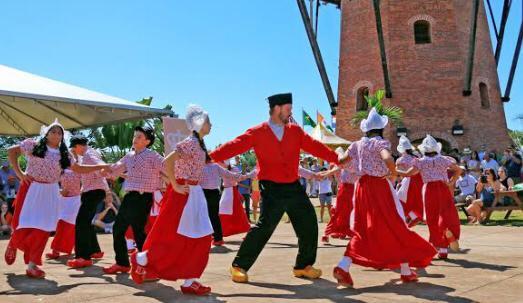 Dia do Rei será celebrado com enfeites laranjas e transmissão de apresentações culturais
