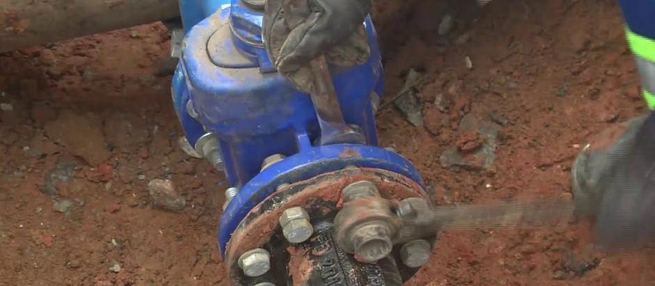Águas de Holambra executa reparo em rede de distribuição de água no bairro Camanducaia