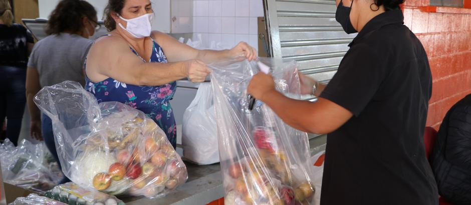 Prefeitura entrega kits de alimentação escolar nesta quinta-feira