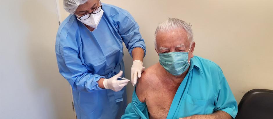 Doses recebidas da vacina contra Covid-19 tem sido inferior à demanda real da cidade
