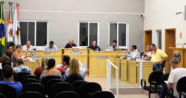 Vereadores aprovam aumento de 100% para vale alimentação de servidores municipais
