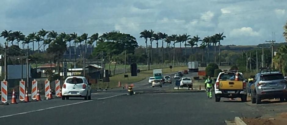 Obras na BR SP 107 deixam trânsito lento e motoristas precisam ficar atentos