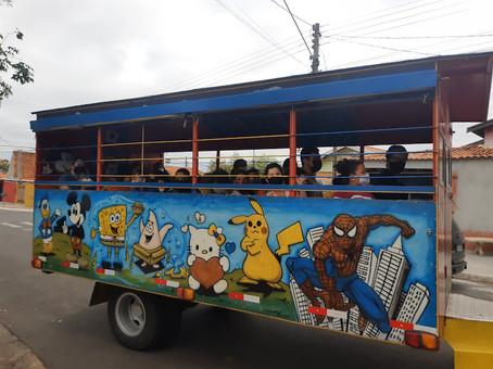 Passeio de trenzinho faz a alegria dos alunos da rede municipal em comemoração ao Dia das Crianças