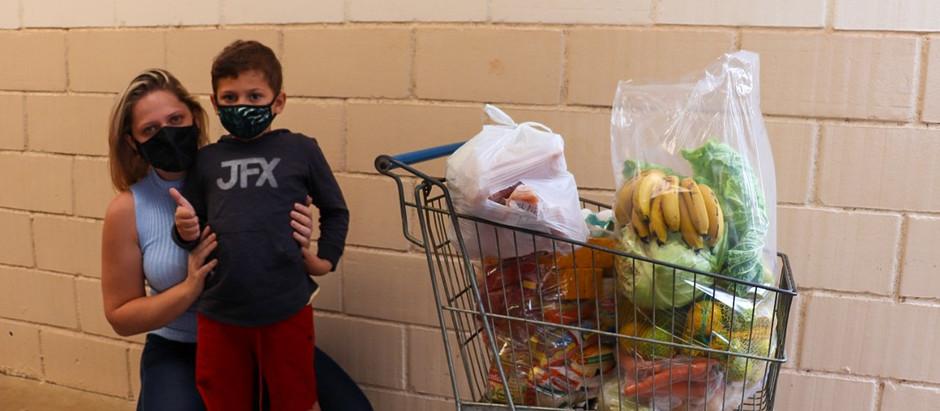 Mais de 2300 kits alimentação são entregues para alunos da rede pública