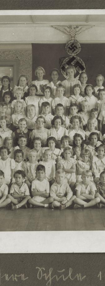 Abb. 5: Schulfoto anlässlich des 25. Jahrestages der Schule im Jahr 1937