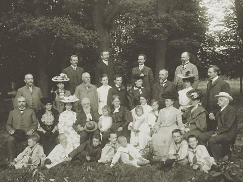 Fig. 2: Foto de la familia Steinvorth del año 1917 en su finca