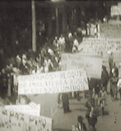 """Abb. 9: Demonstrationen gegen Deutsche und Italiener nach dem Angriff auf die """"San Pablo"""""""