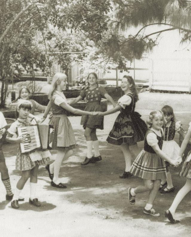 Fig. 12: Celebración en la Escuela Humboldt en el año 1960