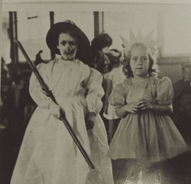Abb. 8: Fasching an der Deutschen Schule im Februar 1941