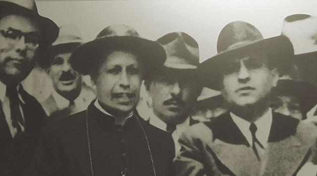 Abb. 2: Erzbischof Sanabria (Mitte) mit Präsident Rafael Ángel Calderón Guardia (rechts) und Manuel Mora Valverde (links) im Jahr 1943