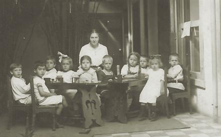 Abb. 3: Kinder aus dem deutschen Kindergarten im Jahr 1914