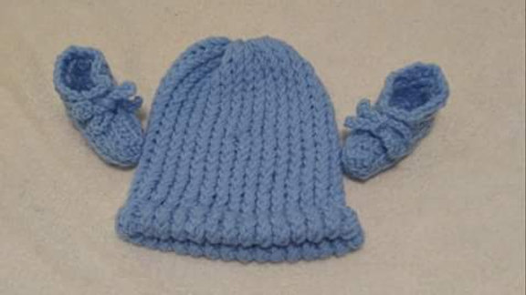 Knitted baby beanie and booties