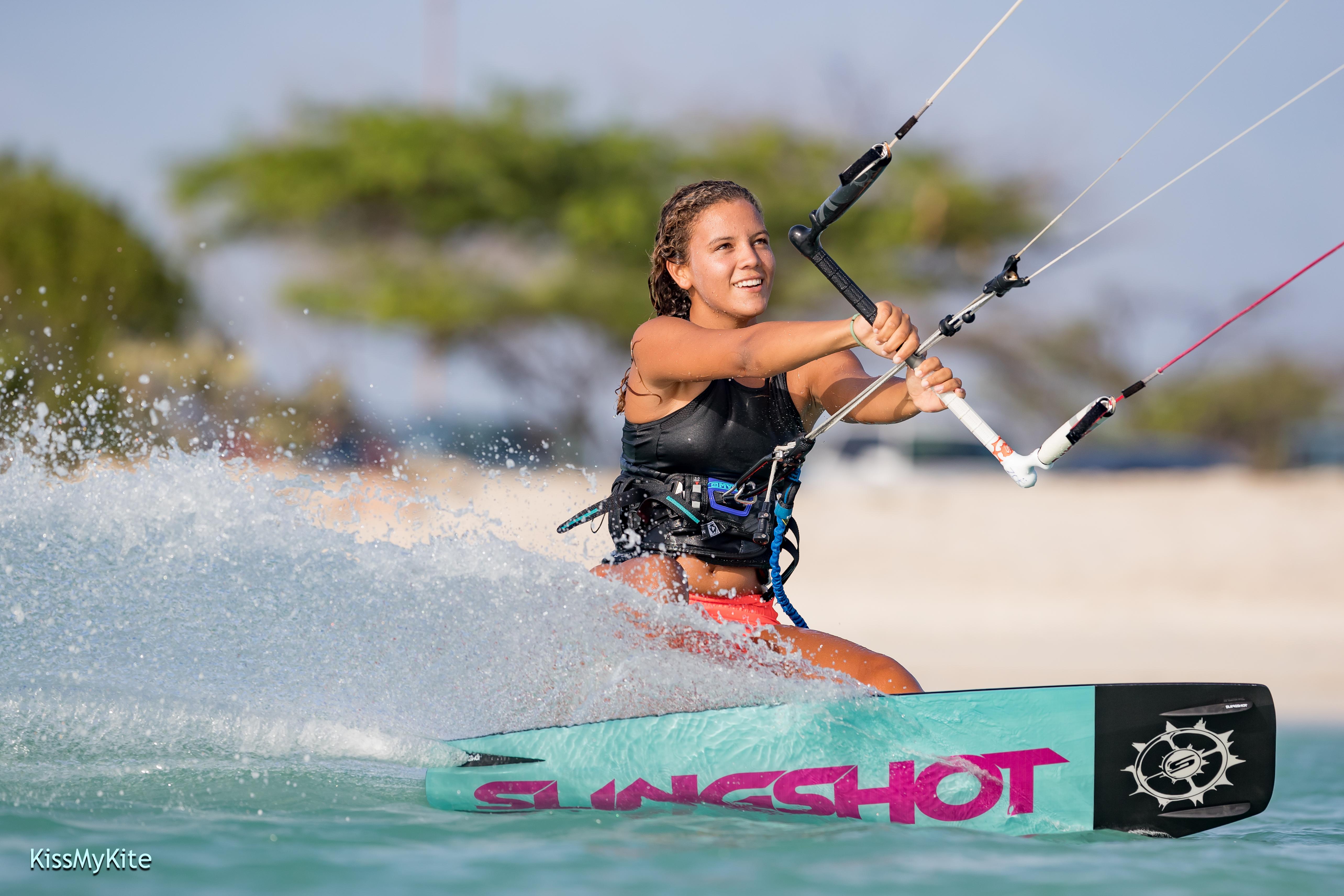 Zoë Loefstok Kitesurfing in Aruba