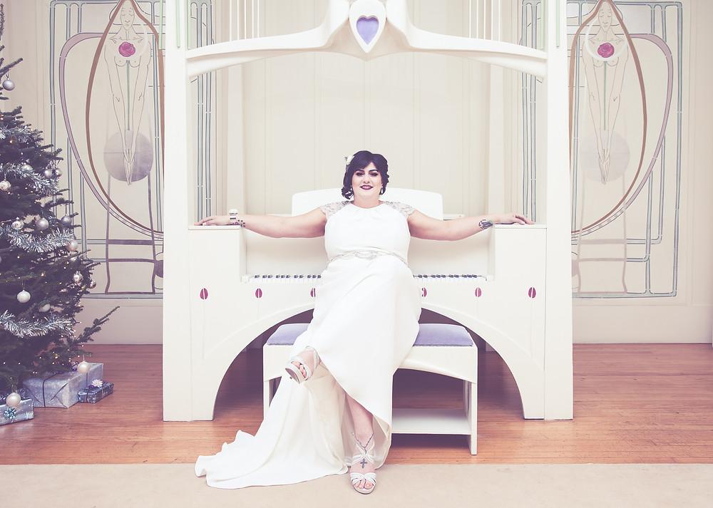 Plus size Bride, Glamourous Bride, Gatsby style bridal