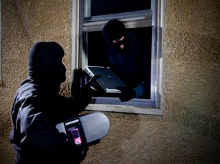 Glendale Police Search for pair of Burglars