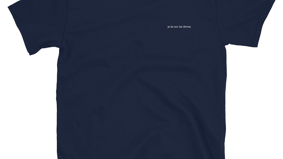 je lis sur les lèvres. Unisex T-Shirt - White Embroidery