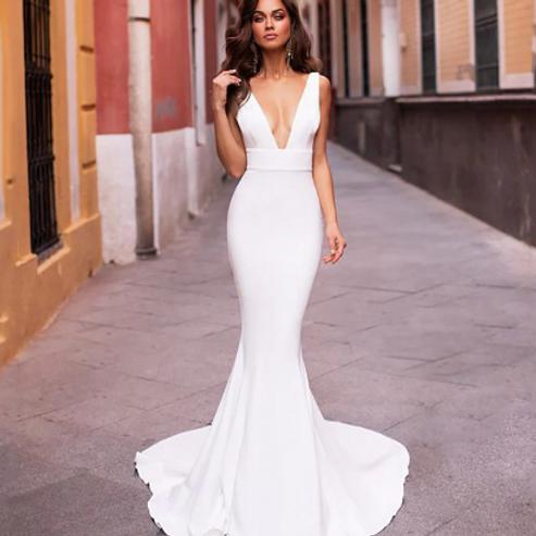 EA175 Elegant Mermaid V-neck V-back Wedding Gown