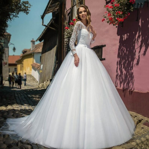 EA166 Traditional Sweet Long sleeve Lace Gown