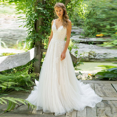 EA122 Sweet Flowery Lace wedding gown with backless