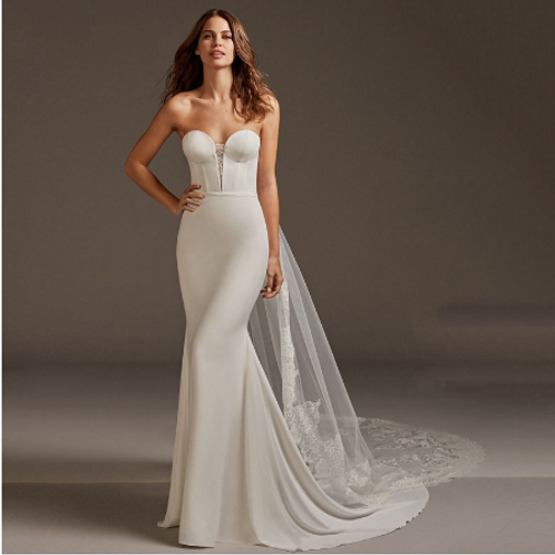 EA133 Sweet Heart Strapless with train and button back down