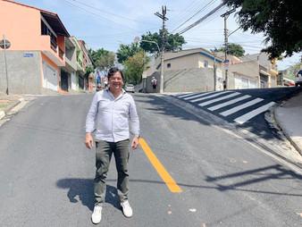 Vereador Dr. Ronaldo Onishi pediu e acompanhou troca de asfalto da Beatriz Augusta