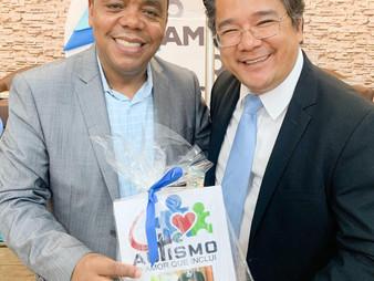 Dr. Onishi recebe homenagem por sua atuação no Autismo