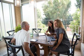 הצצה למפגשים הבאים בבית של יעל - מקום בו תוכן ואנשים מתחברים