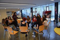 Reunión de mujeres artistas