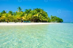 paradise-beach-on-beautiful-island-south-water-caye-belize
