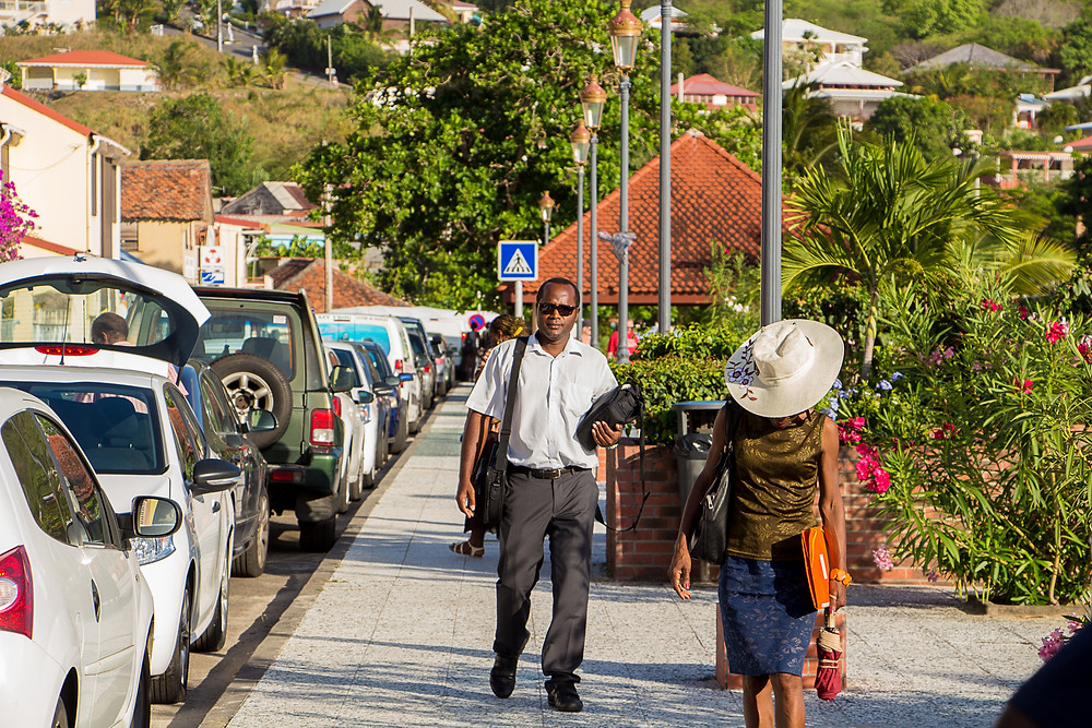 Final de tarde na cidadezinha Anse D'Arlet