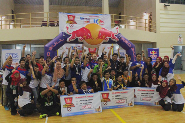 Group photo of the winners; X-Men, Kami Sahabat and Subzero with the Guest of Honor from RedBull, Game Directors from Laksamana College of Business and BPMFASS Student Council