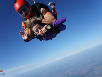 Porqué debes practicar paracaidismo al menos una vez en tu vida