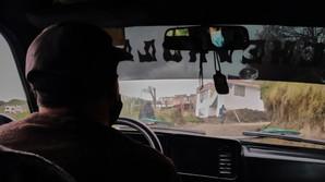 """""""Cuando tienes suerte y algo de dinero puedes tomar un carro que te lleva hasta la entrada de los pasos ilegales para cruzar a Ecuador"""" Jose Gregorio, 35."""
