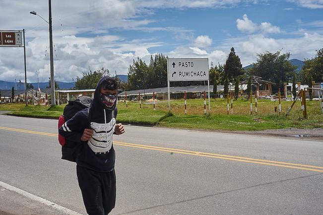 """""""Vengo desde Venezuela hace dos meses, quiero llegar a Perú"""" Andrés, 21."""