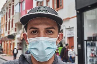 """""""Vendo más o menos unas 100 donuts diarias. El triciclo ya se pagó solo y estoy ahorrando para crear franquicias y poder ganar un poco más. Pensaba llegar hasta Perú pero ya me quedé en Ipiales, acá puedo trabajar"""". Alexis (28)"""