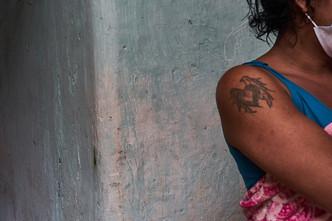 """""""Mi posesión más preciada es mi cédula. Eso es lo que más cuido... y lo que me garantiza defenderme"""" Antonella, 28."""