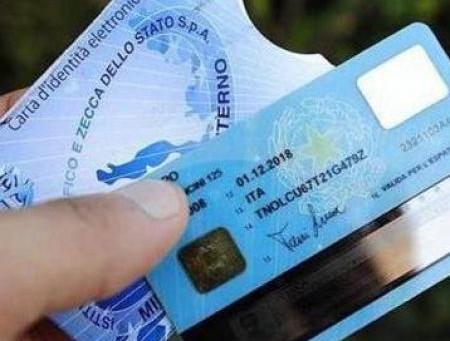 Non è (sempre) obbligatorio esibire il documento d'identità al pubblico ufficiale (Cass. sez. 1