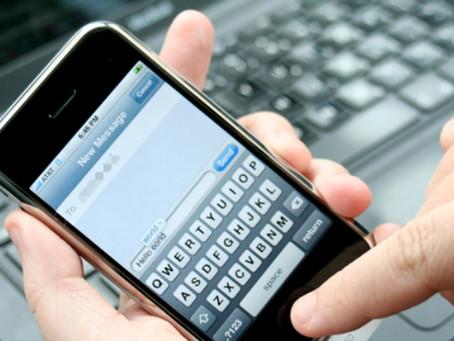 Rapina e non furto con strappo per chi sottrae il cellulare della fidanzata per controllarle i messa